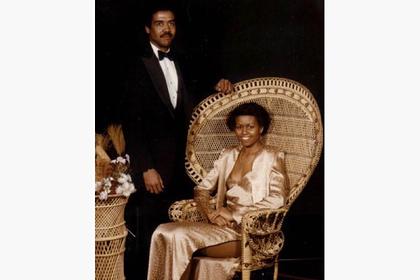 Опубликовано старое фото Мишель Обамы в выпускном платье