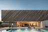 """В категории «Лучший использованный материал» лидировал еще один португальский <a href=""""https://www.archdaily.com/929661/a-house-rema"""" target=""""_blank"""">дом</a> в городе Гимарайнш. Созданием такого двухэтажного жилья занималось архбюро REM'A. Фасад здания изготовлен из термодревесины."""