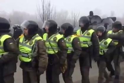 Протестующих против эвакуации украинцев из Уханя начали задерживать