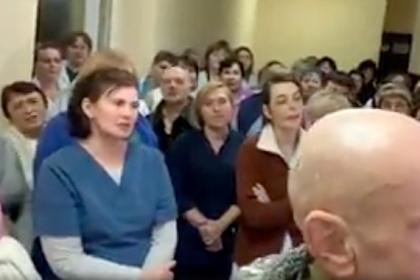 Врачи отметили гимном Украины избавление от лечения эвакуированных из Уханя