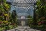 В категории «Архитектура общественных зданий» читатели ArchDaily отдали предпочтение аэропорту Чанги в Сингапуре от Safdie Architects. Геометрия проекта напоминает драгоценный камень, что отражено и в его названии — Jewel. Здесь находится самый высокий в мире крытый водопад — «дождевой вихрь» ниспадает с куполообразной крыши на седьмом этаже.