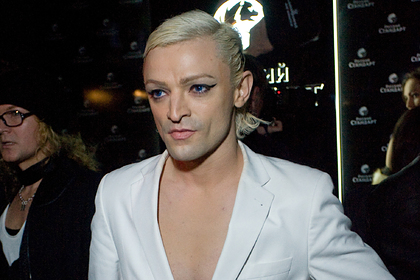 Исполнитель хита «Между мной и тобой» объявил себя трансгендерной женщиной