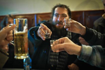 Россиян предупредили о последствиях «алкоголизма выходного дня»