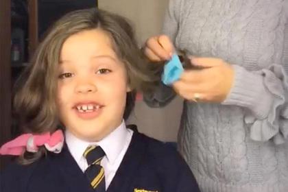 Женщина уложила волосы дочери с помощью носков и удивилась результату