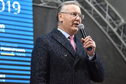 Экс-министра обороны Украины предложили посадить за призывы жечь машины в Москве