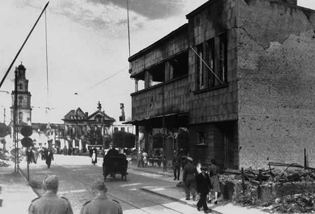 Лиепая в годы немецкой оккупации. Армейский Экономический Магазин. Фото 1942 года