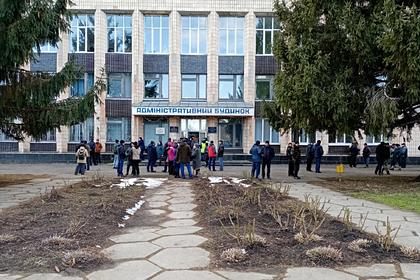 В бунтовавшем из-за коронавируса украинском поселке детей не пустили в школу