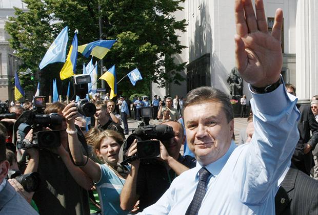 Виктор Янукович, тогда лидер Партии регионов, на встрече со сторонниками. Киев, 2006 год