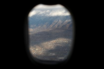 Пассажир самолета доплатил за место возле иллюминатора и не обнаружил его