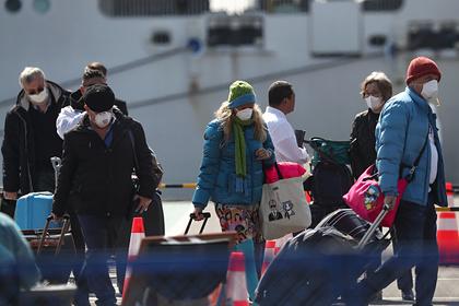 23 пассажира без проверки сошли с охваченного коронавирусом лайнера