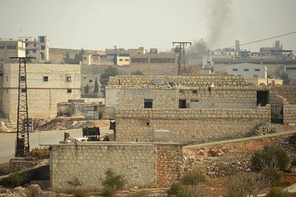Столкновение сирийских танков с бронетехникой боевиков сняли с воздуха