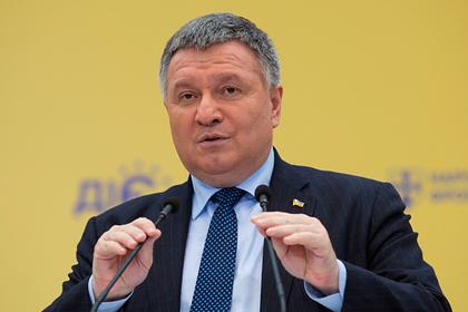 Украинцы пришли к офису Зеленского с требованием отставки Авакова