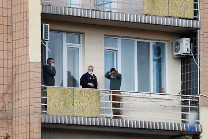 Эвакуированным из Китая украинцам запретили передавать еду