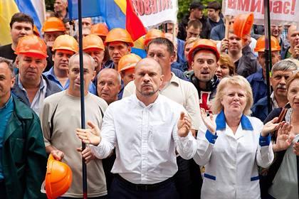 Отметивший 23 февраля украинский депутат раньше считал праздник вражеским