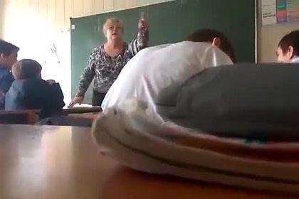 Учительница накричала на школьников за нежелание сдавать деньги на уборщицу