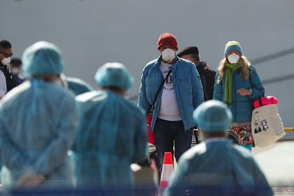 Семь россиян с охваченного коронавирусом лайнера вернулись на родину в карантин