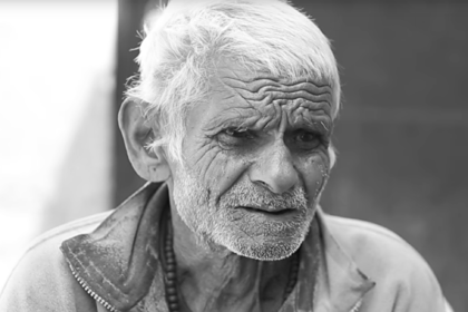 Ставший отцом в 96 лет 104-летний мужчина покурил в кровати и умер