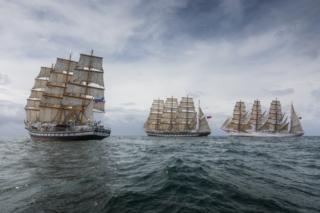 Редчайшее зрелище: «Паллада», «Крузенштерн» и «Седов» под всеми парусами в Южной Атлантике