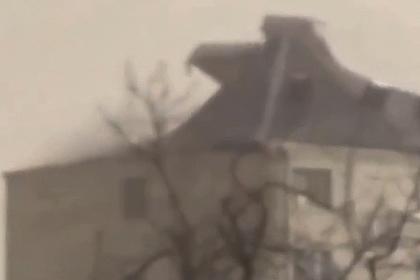 В российском городе крышу многоэтажки сдуло ветром