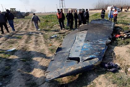 На Украине рассказали о засекреченных версиях крушения самолета в Иране