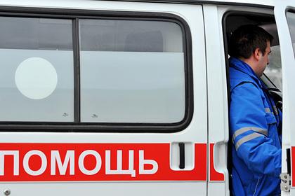 Россиянина избили и пырнули ножом за сине-фиолетовые волосы