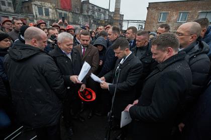 Зеленский пообещал лишить министров зарплат из-за долга перед шахтерами