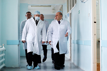 Мишустин посетил российскую больницу и заявил о стыде