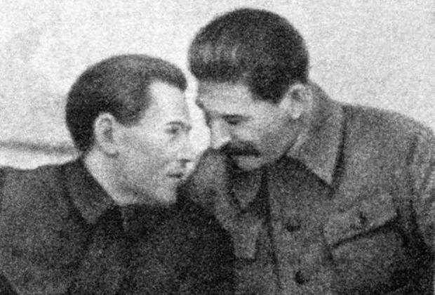 Сталин и Ежов, двадцатая годовщина основания ВЧК, Москва, 20 декабря 1937 г.