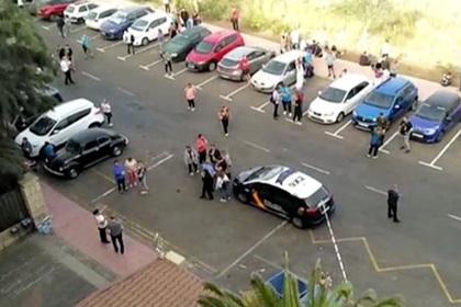 Сотни туристов оказались заперты в отеле из-за заболевшего коронавирусом соседа