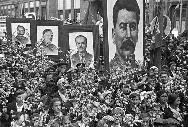 Первомайская демонстрация трудящихся. Москва, 1939 г.
