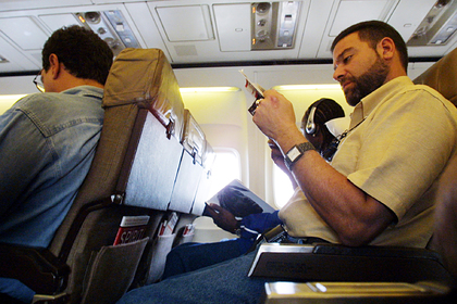 Назван правильный момент для опускания спинки кресла в самолете