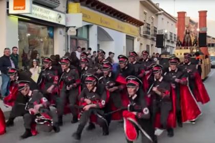 Карнавал танцующих под поп-хиты нацистов и евреев вызвал скандал