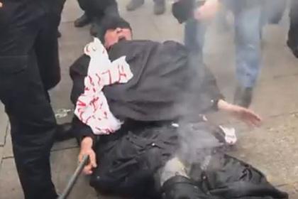 Украинец попытался совершить суицид под окнами офиса Зеленского