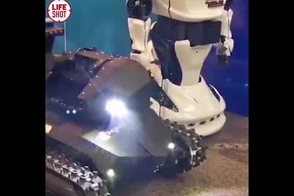 Человекообразного робота-полицейского показали на коллегии МВД