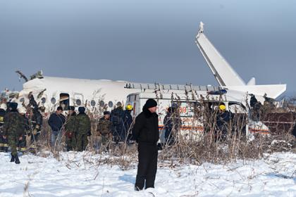 Владелец упавшего в Казахстане самолета подделывал сертификаты пилотов