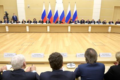 Путин оценил идею обозначить статус русского языка в Конституции