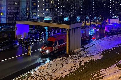 Москвичи спасли трех человек из горящей машины