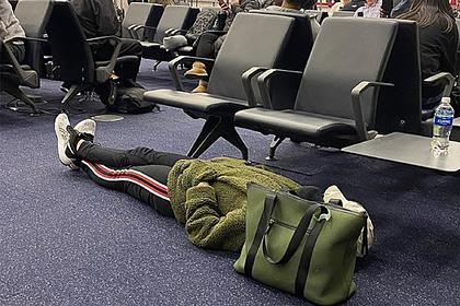 Эгоистичный поступок туристки разгневал пассажиров в аэропорту