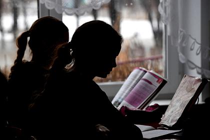 Десятилетняя девочка сломала позвоночник в российской школе
