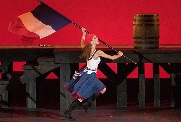 Сцена из балета «Пламя Парижа»