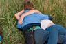 Британский фотограф-портретист Лора Паннак не раз становилась лучшей на международных конкурсах. В этот раз она отправилась в зеленый район близ британского города Типтон снимать местных жителей. Особое внимание она уделила детям и подросткам. В каждом снимке Паннак постаралась показать, как это небольшое сообщество взаимодействует между собой.