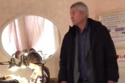 Российский депутат устроил погром в салоне красоты и попал на видео