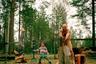 Финский фотограф Жанн Кёрккё отправился в деревню, чтобы  продемонстрировать тесную взаимосвязь человека и природы. Для съемок он выбрал селение у реки Иййоки. Протяженная река с множеством порогов хранит в себе память о тех, кто жил рядом с ней, уверен фотограф. Местное население начало покидать эти земли вскоре после того, как отдельные участки реки стали местом для постройки дамб и гидроэлектростанций. Автор считает, что хотя река изменилась, в сердцах местных она все так же занимает важное место. Река продолжает существовать, пока деревня медленно, но верно исчезает с лица земли.