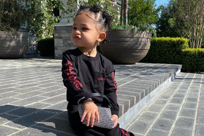 Самая молодая миллиардерша обула двухлетнюю дочь в кроссовки за 100 тысяч рублей