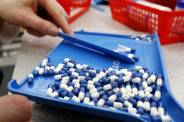 Россиянам разрешили ввозить в страну незарегистрированные лекарства