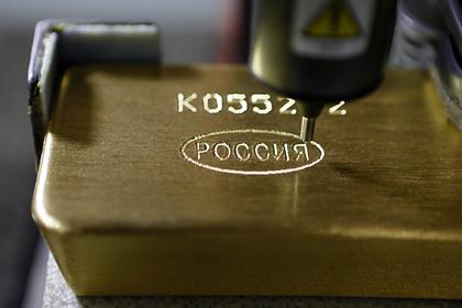 Великобритания рекордно закупилась золотом в России