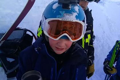 Ребенок полчаса провел под полутораметровым слоем снега и выжил