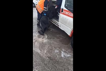 Главврача станции скорой помощи уволили из-за таскания пациента по асфальту
