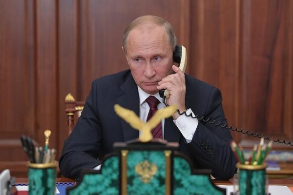 Путин обсудил ситуацию в Идлибе с Макроном