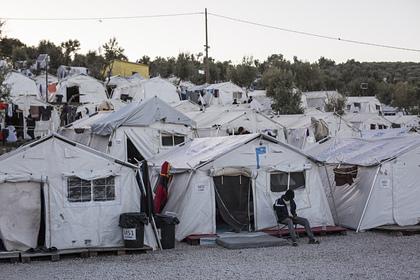 Двух журналистов избили за освещение ситуации с беженцами в Греции